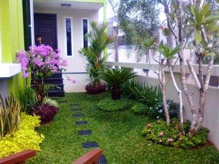 rumah indah dengan adantya tanaman hias
